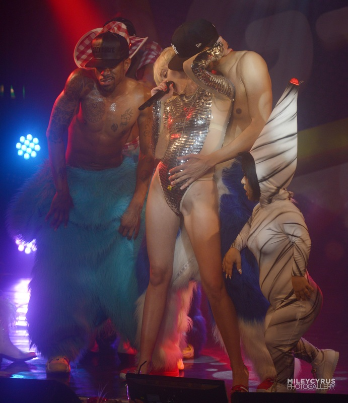 9th May - Performance at G-A-Y Club in London - MileyUpdateUKGallery.